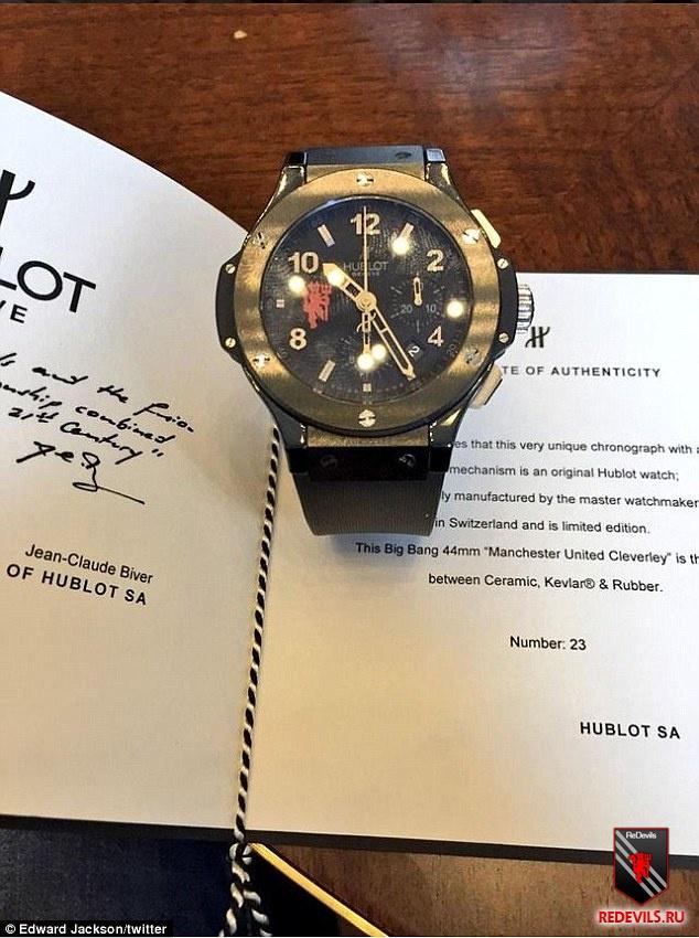 Том клеверли продал часы
